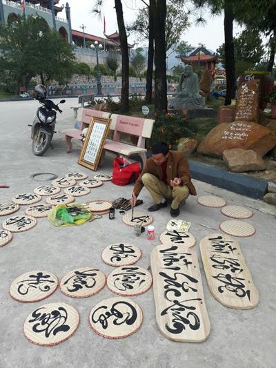 """Trùm giang hồ thành """"ông đồ"""" cho chữ ở chùa Giải Oan - 3"""