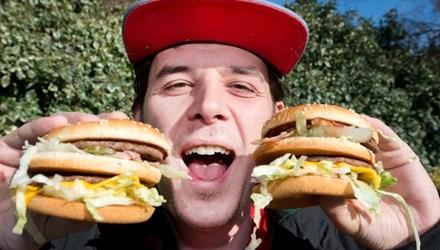 Chàng trai nghiện thịt tự đổi tên thành Burger Phomai - 1