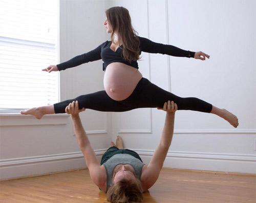 """Kinh ngạc: """"Trồng cây chuối"""" khi mang bầu 6 tháng - 4"""