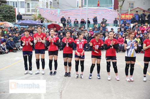 """""""Hotgirl"""" bóng chuyền Việt Nam gây sốt ở giải hội làng - 3"""