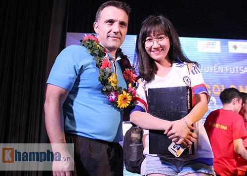 """Ông bầu futsal Việt Nam thành """"soái ca"""" với fan nữ - 11"""