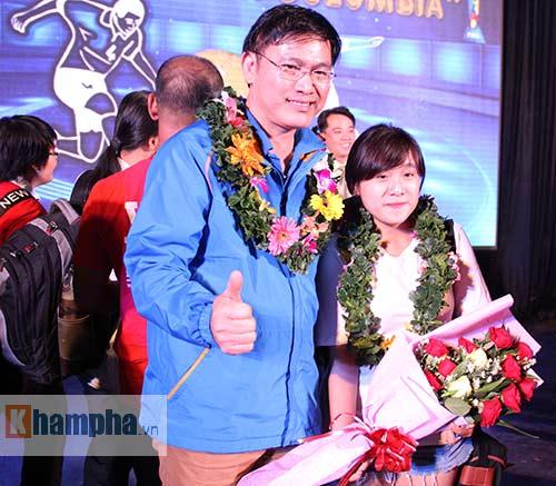 """Ông bầu futsal Việt Nam thành """"soái ca"""" với fan nữ - 12"""