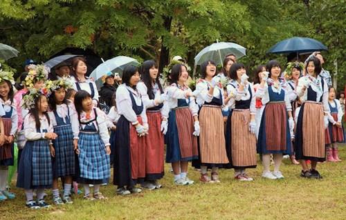 Ngôi làng 'Đồi Thụy Điển' cực dễ thương ở Nhật Bản - 13