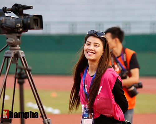 Nữ phóng viên Trung Quốc xinh đẹp thích Công Vinh chơi bóng - 4