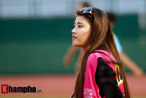 Nữ phóng viên Trung Quốc xinh đẹp thích Công Vinh chơi bóng - 5