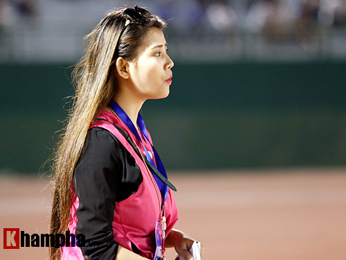 Nữ phóng viên Trung Quốc xinh đẹp thích Công Vinh chơi bóng - 6