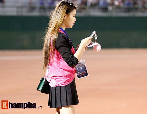 Nữ phóng viên Trung Quốc xinh đẹp thích Công Vinh chơi bóng - 7