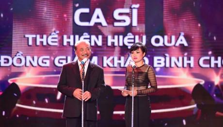 """Sự cố lộ nội y khiến mỹ nhân Việt muốn """"độn thổ"""" - 4"""