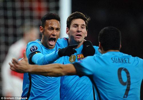 """Ma thuật của bộ ba Barca làm Arsenal """"mờ mắt"""" - 1"""