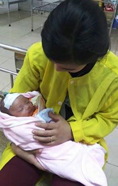 Sưởi than, bé 36 ngày tuổi ngừng hô hấp, tuần hoàn - 2
