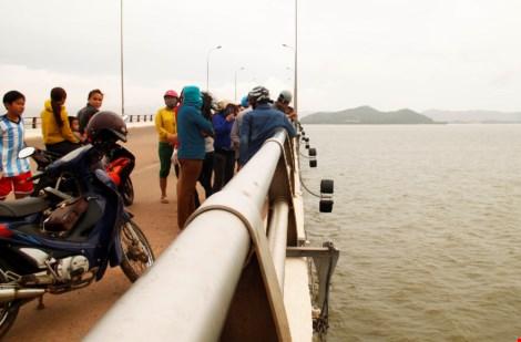 Từ TPHCM về Bình Định thăm người yêu rồi nhảy cầu tự tử - 2