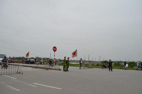Hơn 2.000 người chia 5 vòng bảo vệ lễ hội đền Trần - 2