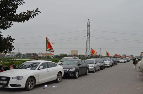 Hơn 2.000 người chia 5 vòng bảo vệ lễ hội đền Trần - 4