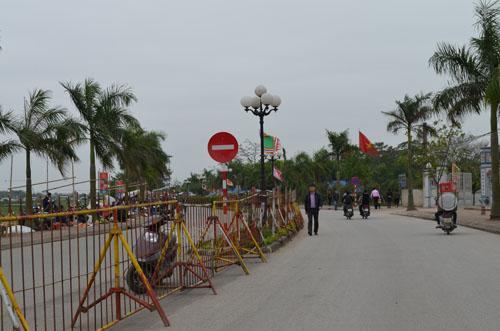 Hơn 2.000 người chia 5 vòng bảo vệ lễ hội đền Trần - 5