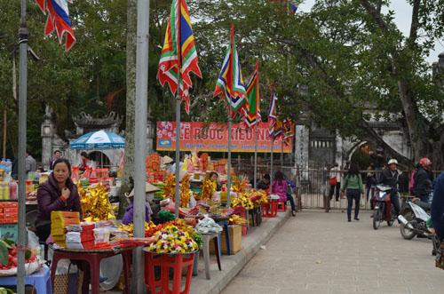 Hơn 2.000 người chia 5 vòng bảo vệ lễ hội đền Trần - 6