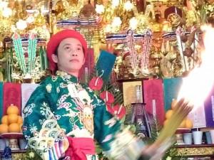 Phim - NSƯT Hoài Linh hầu đồng thu hút nhiều sao Việt tham dự