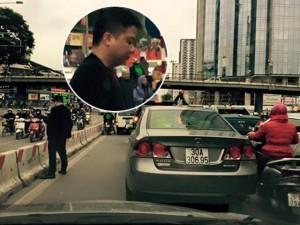 Tin tức trong ngày - Nam thanh niên xuống ô tô, tiểu bậy giữa phố đông người