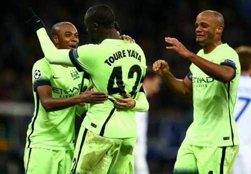 """Man City thắng lớn, Kompany như đi """"trên mây"""" - 1"""
