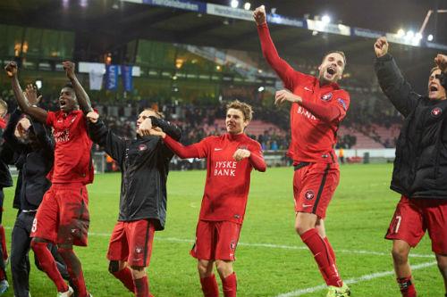 """MU - Midtjylland: Chưa đến lúc Van Gaal """"ra đường"""" - 2"""