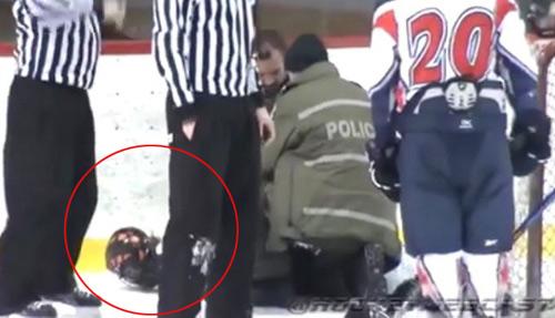Cầu thủ bị tống giam vì nhổ nước bọt, tẩn trọng tài - 1