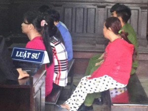An ninh Xã hội - Hai con nhỏ đi tù vì bị mẹ ép buôn bán ma túy