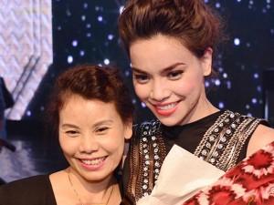 Đời sống Showbiz - Facebook sao 25/2: Mẹ Hà Hồ viết thư động viên con gái