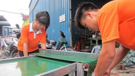 16 tuổi chế máy thu hoạch rau mầm tự động - 1