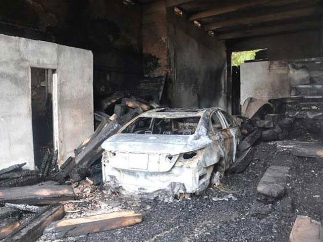 Hỏa hoạn hy hữu: Con chuột đốt nhà, thiêu rụi ô tô - 1