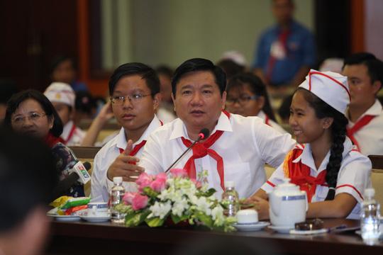 Bí thư Đinh La Thăng truy hỏi Giám đốc Sở GD-ĐT TP HCM - 1