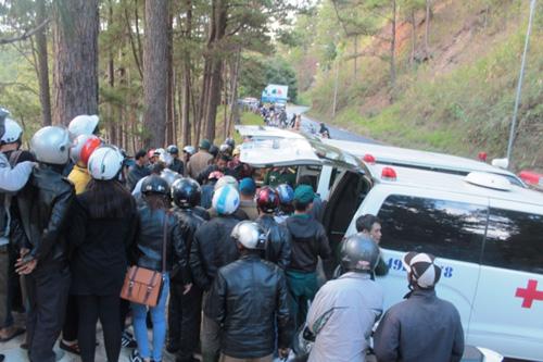 Chờ đưa thi thể 3 nạn nhân tử nạn tại thác Datanla về nước - 2