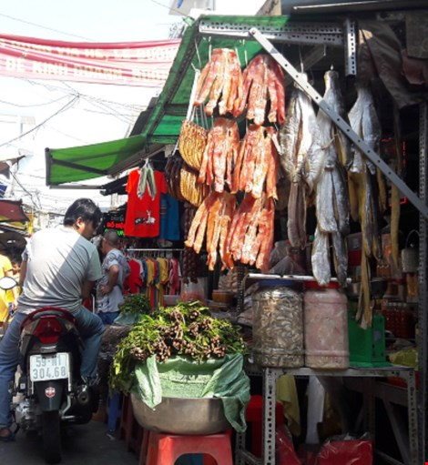 Chợ nước ngoài ở Sài Gòn: Chợ Campuchia thứ gì cũng có - 1