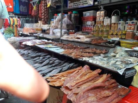 Chợ nước ngoài ở Sài Gòn: Chợ Campuchia thứ gì cũng có - 2