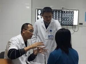 Răng - Hàm - Mặt - Gặp bác sĩ từng nối mảng da đầu bị đứt lìa cho bệnh nhân