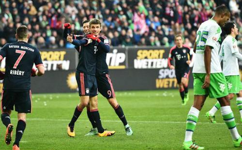 Wolfsburg - Bayern: Kiên trì công phá - 1