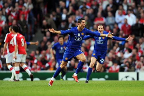 """Top 10 cuộc đọ sức """"không khoan nhượng"""" giữa M.U với Arsenal - 8"""