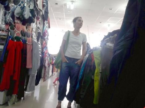 Chợ nước ngoài ở Sài Gòn: Chợ Nga với búp bê và rượu - 5
