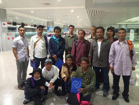 12 ngư dân Tiền Giang gặp nạn ở Thái Bình Dương về nước - 1