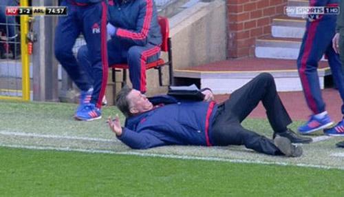 Van Gaal kung-fu như Cantona, thú vị không kém Mourinho - 3