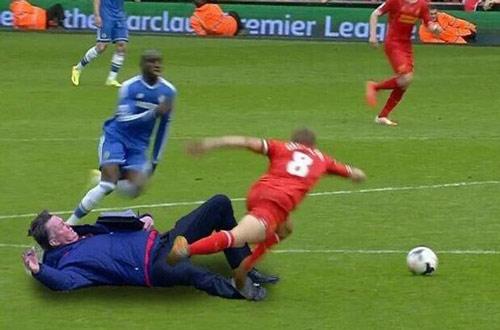 Van Gaal kung-fu như Cantona, thú vị không kém Mourinho - 4