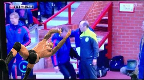 Van Gaal kung-fu như Cantona, thú vị không kém Mourinho - 5