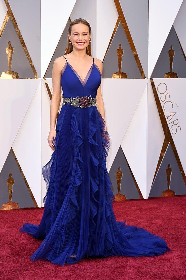 Váy hở vai, cổ V gợi cảm phủ kín thảm đỏ Oscar - 4