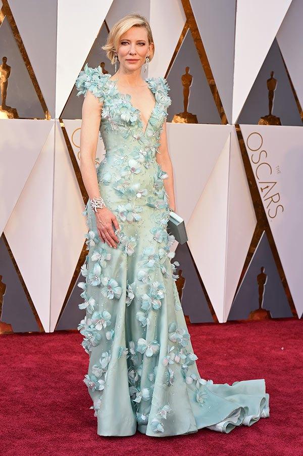 Váy hở vai, cổ V gợi cảm phủ kín thảm đỏ Oscar - 5
