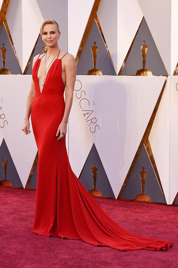 Váy hở vai, cổ V gợi cảm phủ kín thảm đỏ Oscar - 6