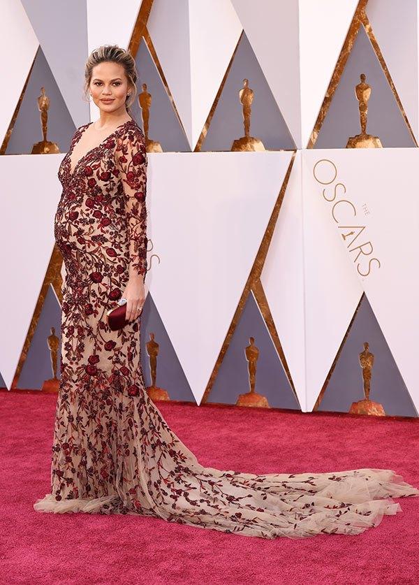 Váy hở vai, cổ V gợi cảm phủ kín thảm đỏ Oscar - 7