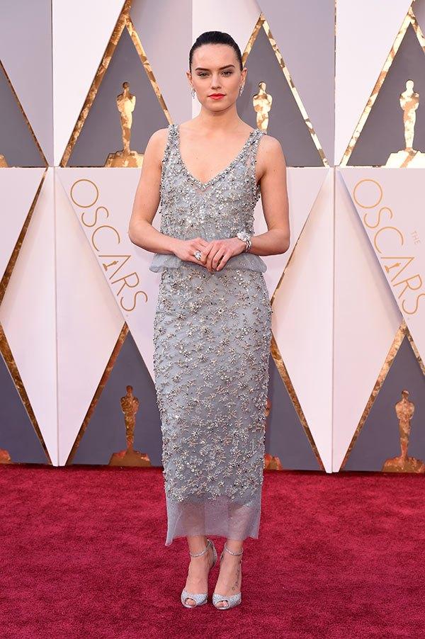 Váy hở vai, cổ V gợi cảm phủ kín thảm đỏ Oscar - 8