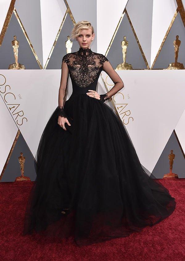 Váy hở vai, cổ V gợi cảm phủ kín thảm đỏ Oscar - 9
