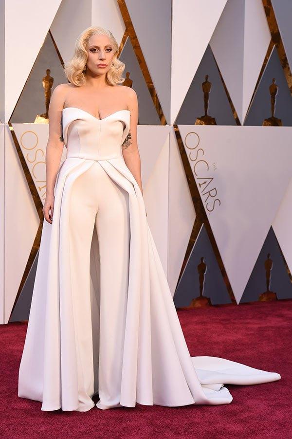 Váy hở vai, cổ V gợi cảm phủ kín thảm đỏ Oscar - 14