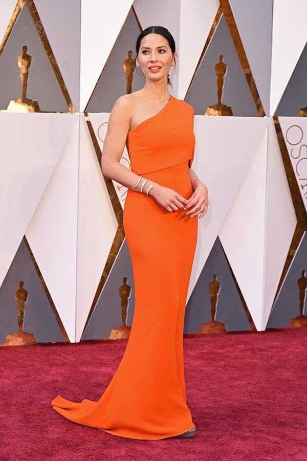 Váy hở vai, cổ V gợi cảm phủ kín thảm đỏ Oscar - 18