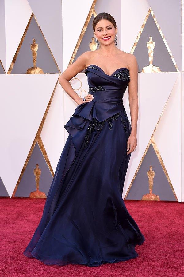 Váy hở vai, cổ V gợi cảm phủ kín thảm đỏ Oscar - 23