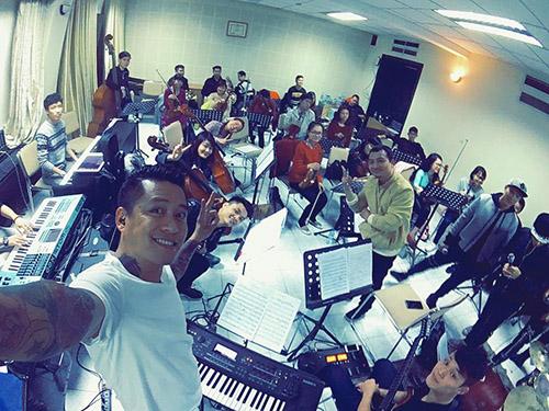 Facebook sao 29/2: Hà Hồ tươi rói ở đảo quốc Singapore - 13